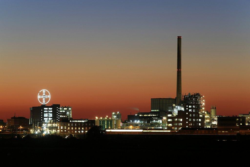 Bayer Uerdingen bei Nacht